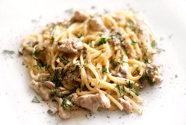 Паста с грибами и филе в сливочном соусе