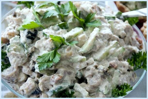 Как сделать салат с черносливом и курицей