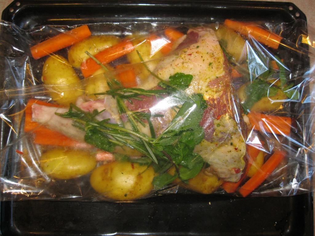 рецепт приготовления бараньей ноги в духовке в рукаве